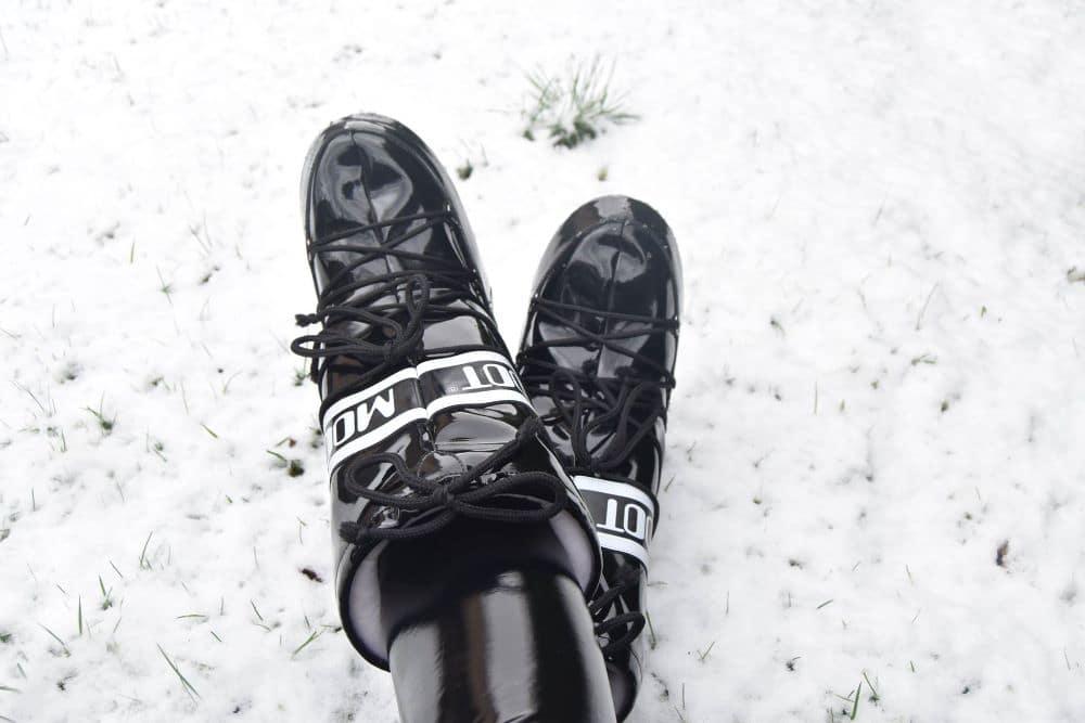 Moonboots im Schnee 1
